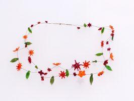 Blüten rot-orange | 2 Str., Glas, Stahlseil, Silber | 110833-16