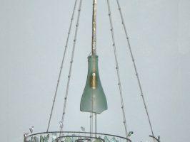 Kronleuchter Nr. 2 | Flaschenglas, Stahlseil, Zaundraht