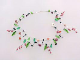 weiße Sternblüten mit rosa Glöckchen | 2 Str.+A, Glas, Stahlseil, Silber | 160618-11