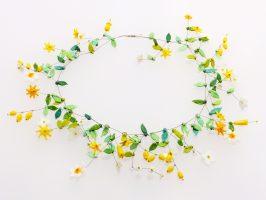 Blüten weiß-gelb | offene Struktur, Glas, Stahlseil, Silber | 260891-16