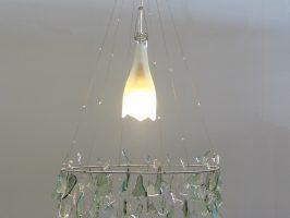 Kronleuchter Nr. 6 | Flaschenglas, Stahlseil, Zaundraht