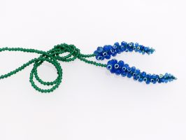 blaue Beeren, lang | Offene Enden zum Knoten, Glas, Stahlseil