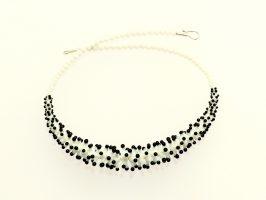 Pünktelwurm vorne weiß-schwarz | 1-reihig, Glas, Stahlseil, Silber | 070882a-16