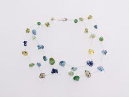Schnecken grün-gelb gemustert | 2 Str. Glas, Stahlseil, Silber | 155009-00