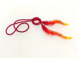 Wurm, Farbverlauf rot-orange | offen, lang, Glas, Stahlseil | 120933-18