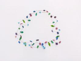 kl. Blüten Blau- violett | 2 Str., Glas, Stahlseil, Silber | 110941-18