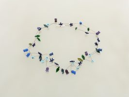 blau-violette Glöckchen | 2 Str., Glas, Stahlseil, Silber | 110942-18