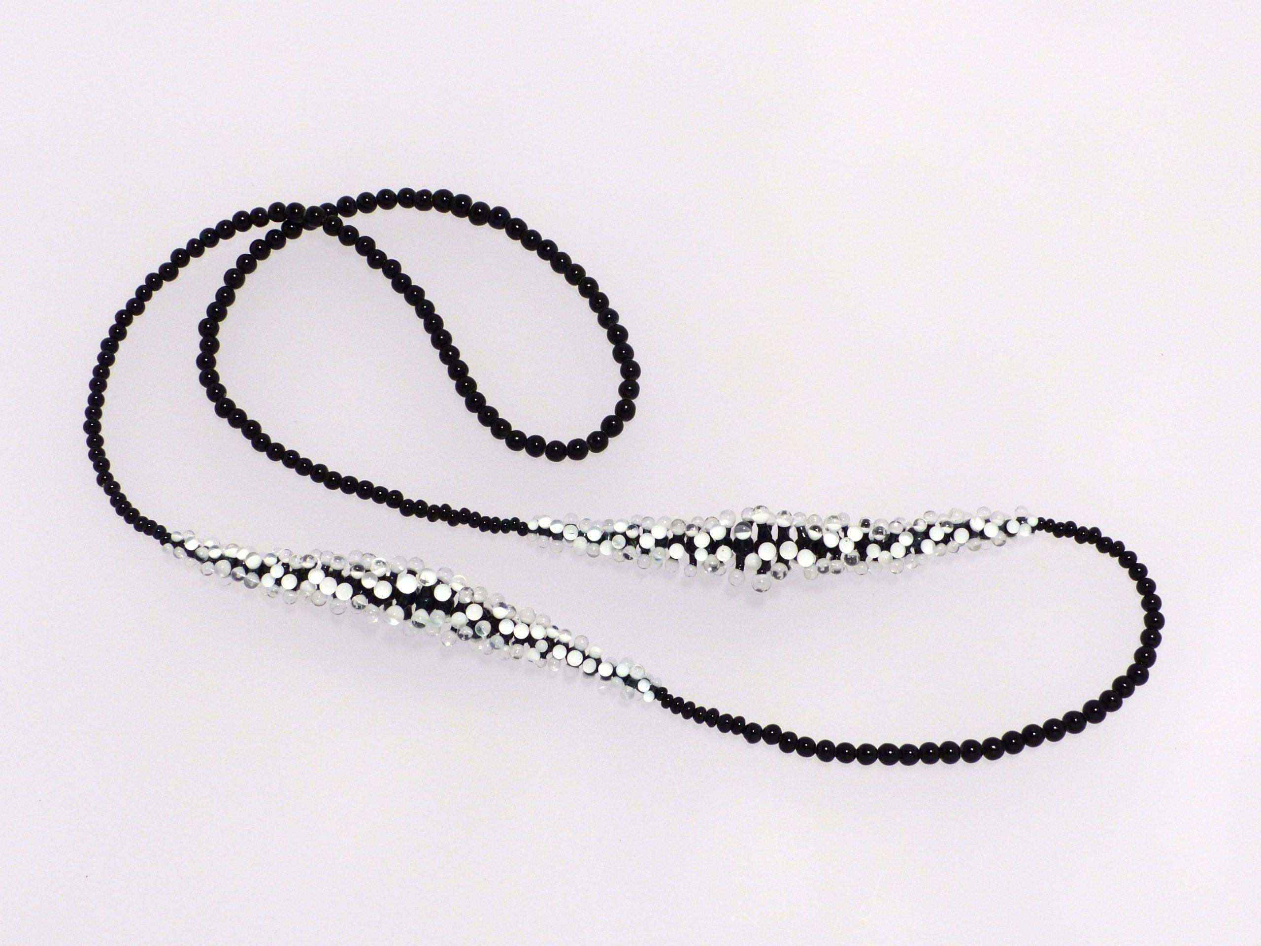 Seeanemone schwarz-weiß-farblos, lang | 3 farbig, Glas, Stahlseil, Silber | 290991b-19