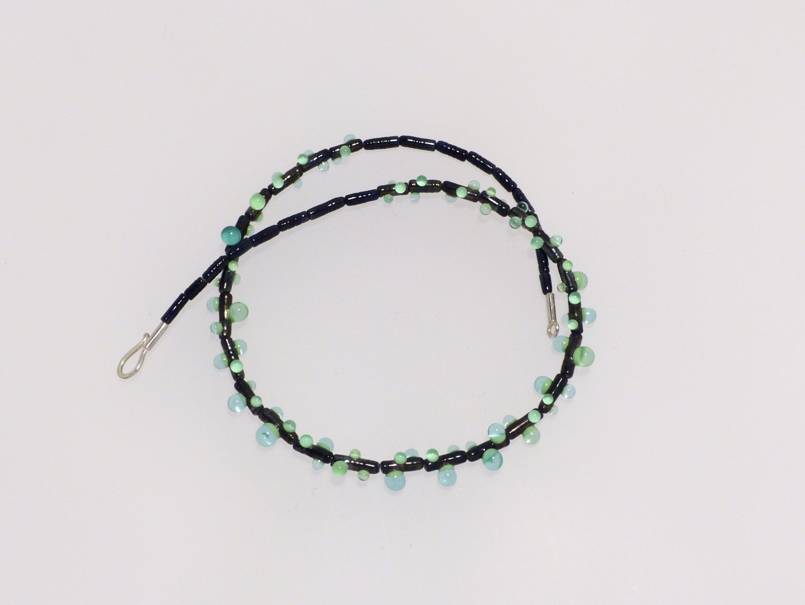 Tau nachtblau-bl. /gr.-blautransp. | 3 farbig Glas, Stahlseil, Silber | 090997c-19